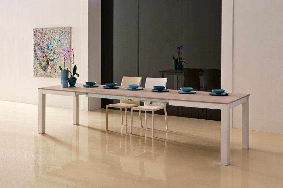 Salotto moderno usato idee per il design della casa for Tavolo usato